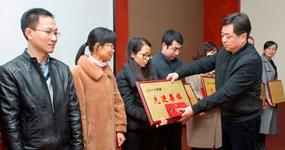 新昌制药厂举行2018年度先进表彰大会