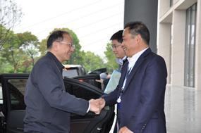 省人大常委会副主任、省总工会主席史济锡一行到浙江医药调研工会工作