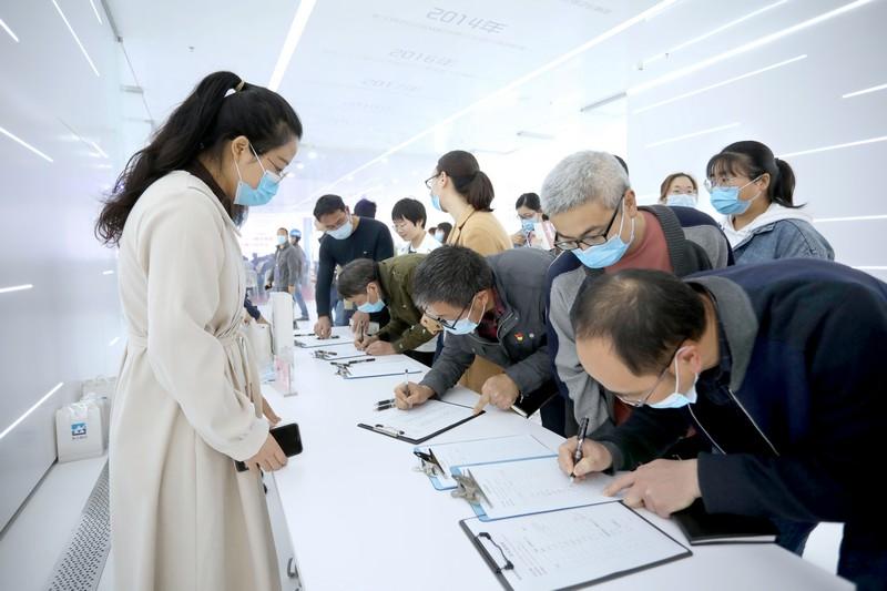 1.党员签名入场.jpg